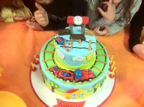 la torta  con il mago per bambini